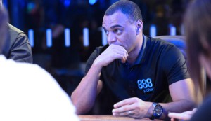 888poker-sign-former-brazilian-star-denilson
