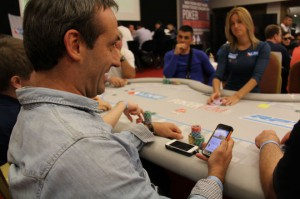 poker-player-with-phone